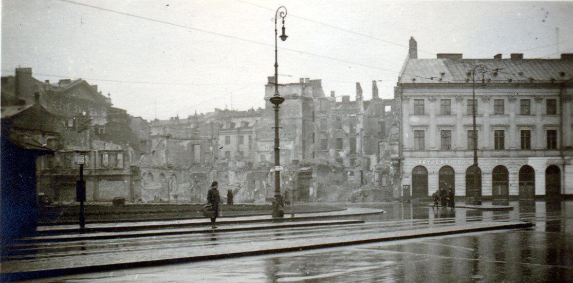 Głosnik na latarni w Warszawie w czasie okupacji niemieckiej