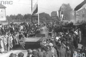 Zajęcie Zaolzia-wkroczenie wojsk polskich do Karwiny. 1938 r. Fot. NAC